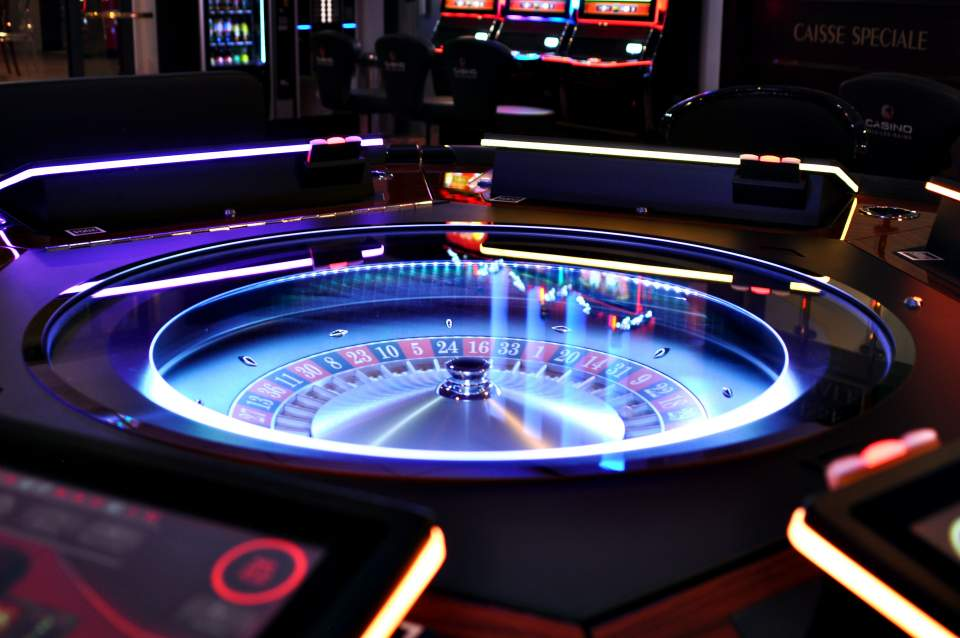 Play slot machines at casinos